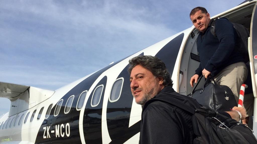 A profissão de Vicente e Manu pode parecer um sonho; mas também exige muita habilidade de relacionamento e paciência para passar boa parte do ano viajando (Crédito: Vicente Jorge).