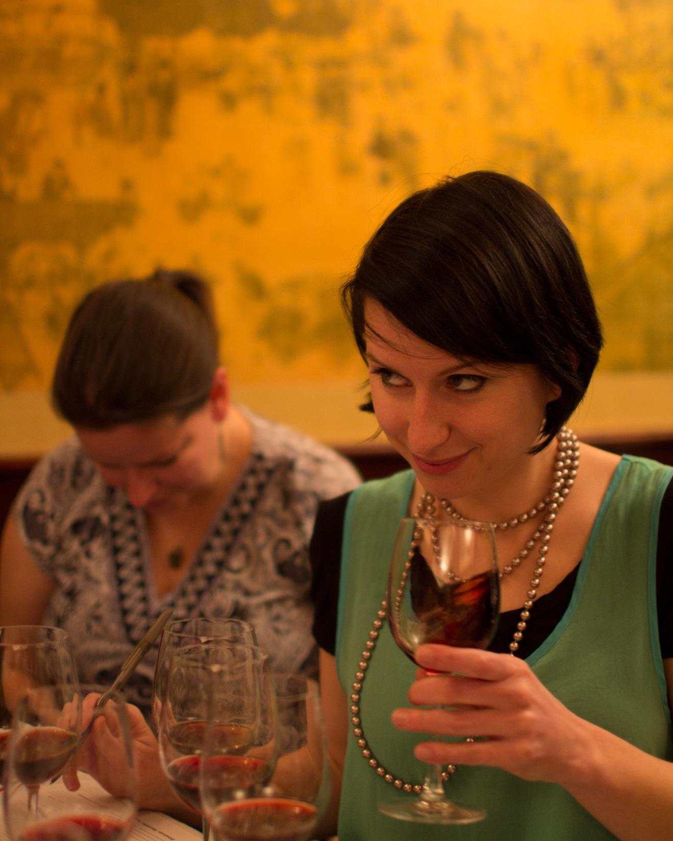 Segundo Madeline, promover experiências que explorem os sentidos do olfato e paladar é uma maneira de atrair novos consumidores para o vinho (Crédito: Wine Folly)