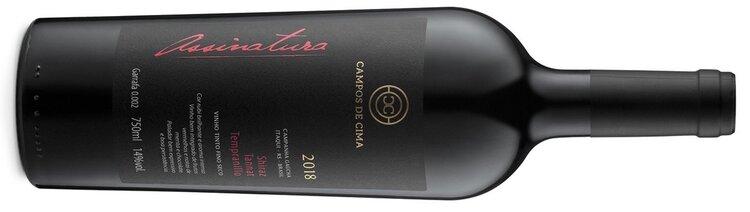 """A safra 2018 do rótulo """"Assinatura"""", um blend de Syrah, Tannat e Tempranillo, foi a segunda da vinícola a ser exportada para o Reino Unido em quantidades limitadas e rótulos numerados (Crédito: Campos de Cima)."""