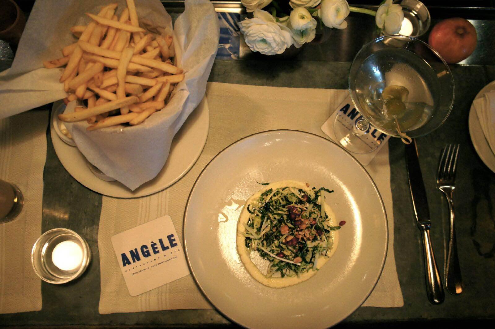 Kale Salad, pomegranate, hazelnut, fresh handmade ricotta and vinagrette + French fries + vodka martini and blue cheese olives = happy hour ❤️