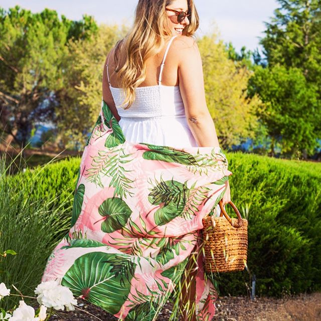 Gone with the wind fabulous over here... #IRL I was posing in the rose bushes of a parking lot... haha / still fabulous ✌🏻 Totally in love with this @michaelstarsinc wrap from @wunder_boutique_salon / my Sunnies and bag are also from Wunder #igotitatwunder #colormemonthgreen @colormecourtney #hobbylobbychallenge  Photo by @melissaziegler 📸😜 . . . . . . . #keepcalmandcarryon #mystyle #napavalley #visitnapavalley #whattowear #whatiwore #whattodrink #wheretogo #whatieat #whatiwear #fashion #fashionblogger #lifestyleblogger #lifestyle #napavalleylife #shoplocal #shopsmallbusiness