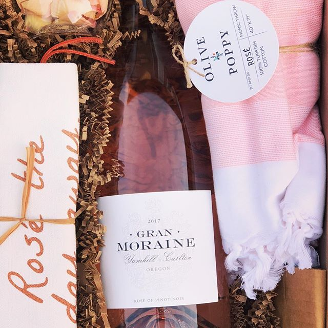 Happy National Rosé Day fraaaaaands! Hope everyone's enjoying their day with an extra glass of your favorite rosé or two... I'm so excited to pop open this @granmoraine Rosé of Pinot Noir from Oregon and share it with my best gal friends this weekend! Oh and if you didn't watch my stories this am, you missed my surprise when I opened this to find some Rosé themed items from one of my FAV local producers @oliveandpoppy ... use code DRINKPINK for 20% off any of the gorgeous items on their website! Stay thirsty! . . . . . . . #visitnapavalley #whatimdrinking #whattodrink #lifestyleblogger #lifestyle #napa #oregon #oregonwines #whatidrink #wino #vino #roseallday #rose #nationalroséday #rosé #roséallday #granmorainewinery #granmoraine