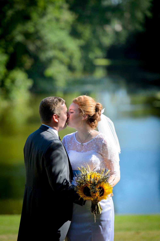 Hedingham-Castle-essex-wedding-photography-094.jpg