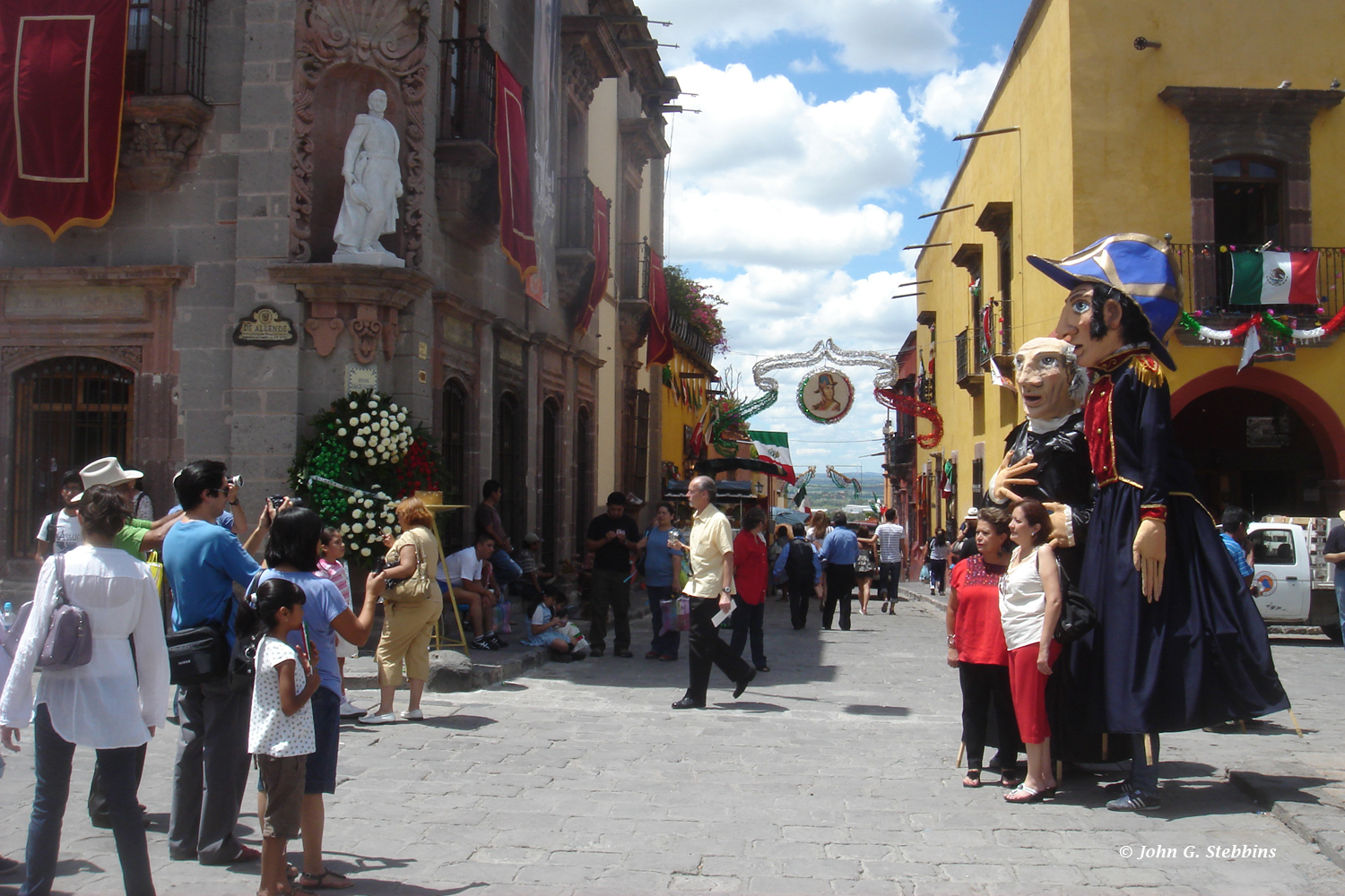 The independence festivities in San Miguel de Allende included a reenactment of the ride into town of the insurgents in 1810 and photo ops with giant street puppets masquerading as revolutionary heroes.
