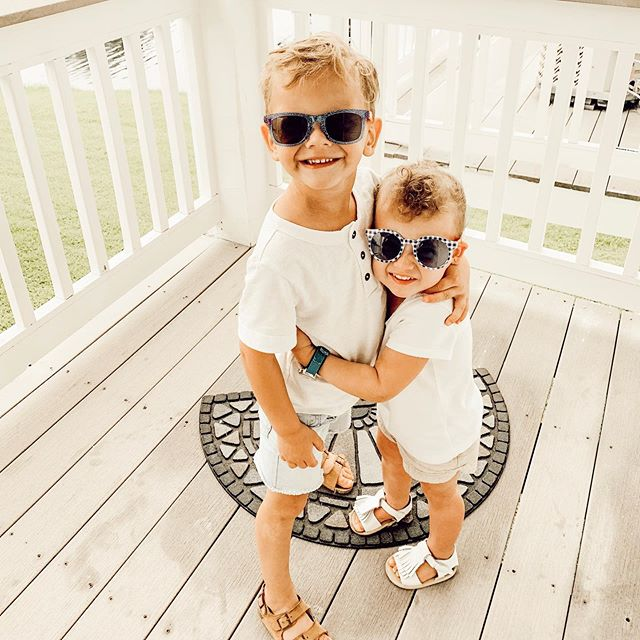 | happy 4th, from these little cuties🇺🇸🧨✨ even though today didn't quite turn out the way we expected it to (i spent 9 hrs in the hospital haha), i'm glad my babies had such a fun day with their aunties + bibby! hoping next year, with the THREE of them, is 100x better🙌🏼 gah, love them so much it hurtssssss💙❤️💙