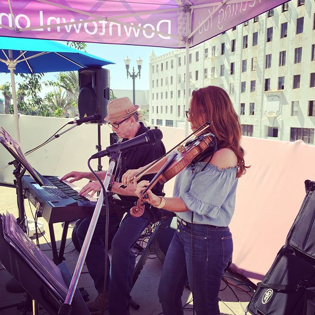 Lunch at @theloopdtlb is starting NOW until 2pm at Ocean+Pine! Join us for FREE music by Matt Cohn and Rebecca Lynn and delicious lunch served by @lindenpublic #DTLB #lunchattheloop
