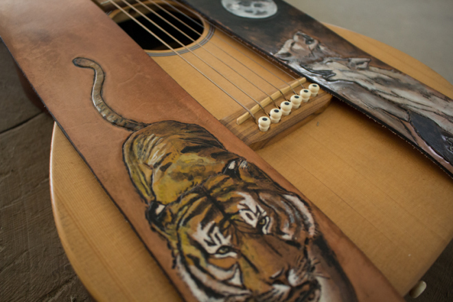 wildlife-guitar-straps-wolves-and-tiger-15.jpg