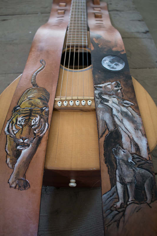 wildlife-guitar-straps-wolves-and-tiger-9.jpg