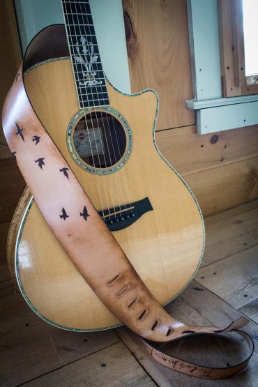flying-birds-guitar-strap-41.jpg