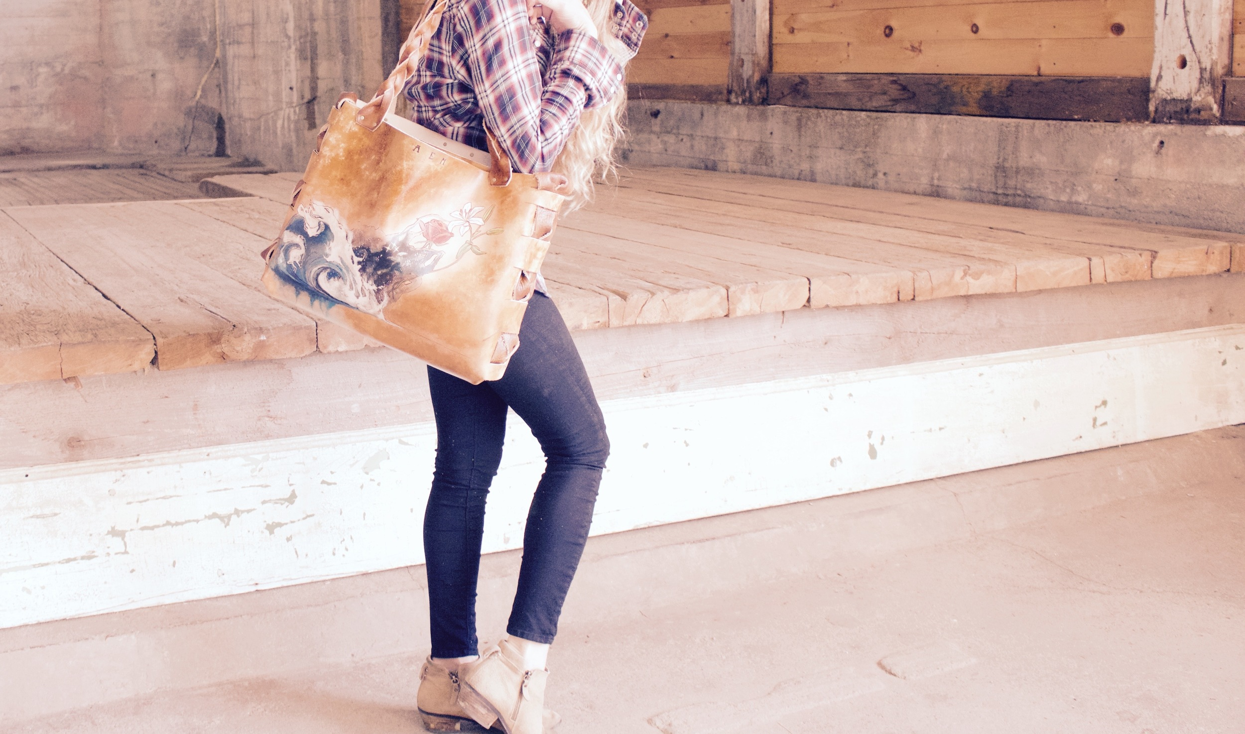 wave space flowers leather tote9.jpg