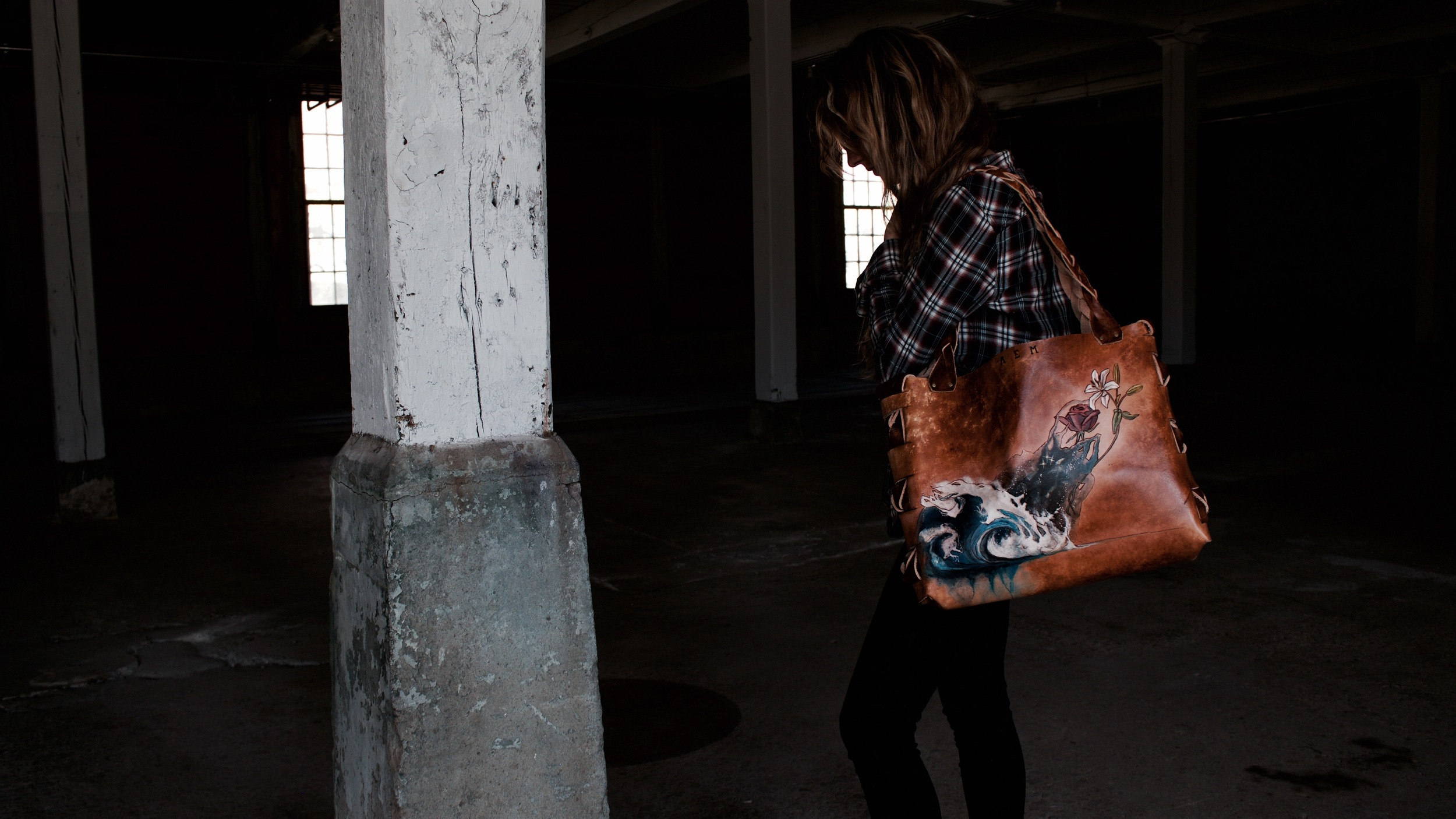 wave space flowers leather tote11.jpg