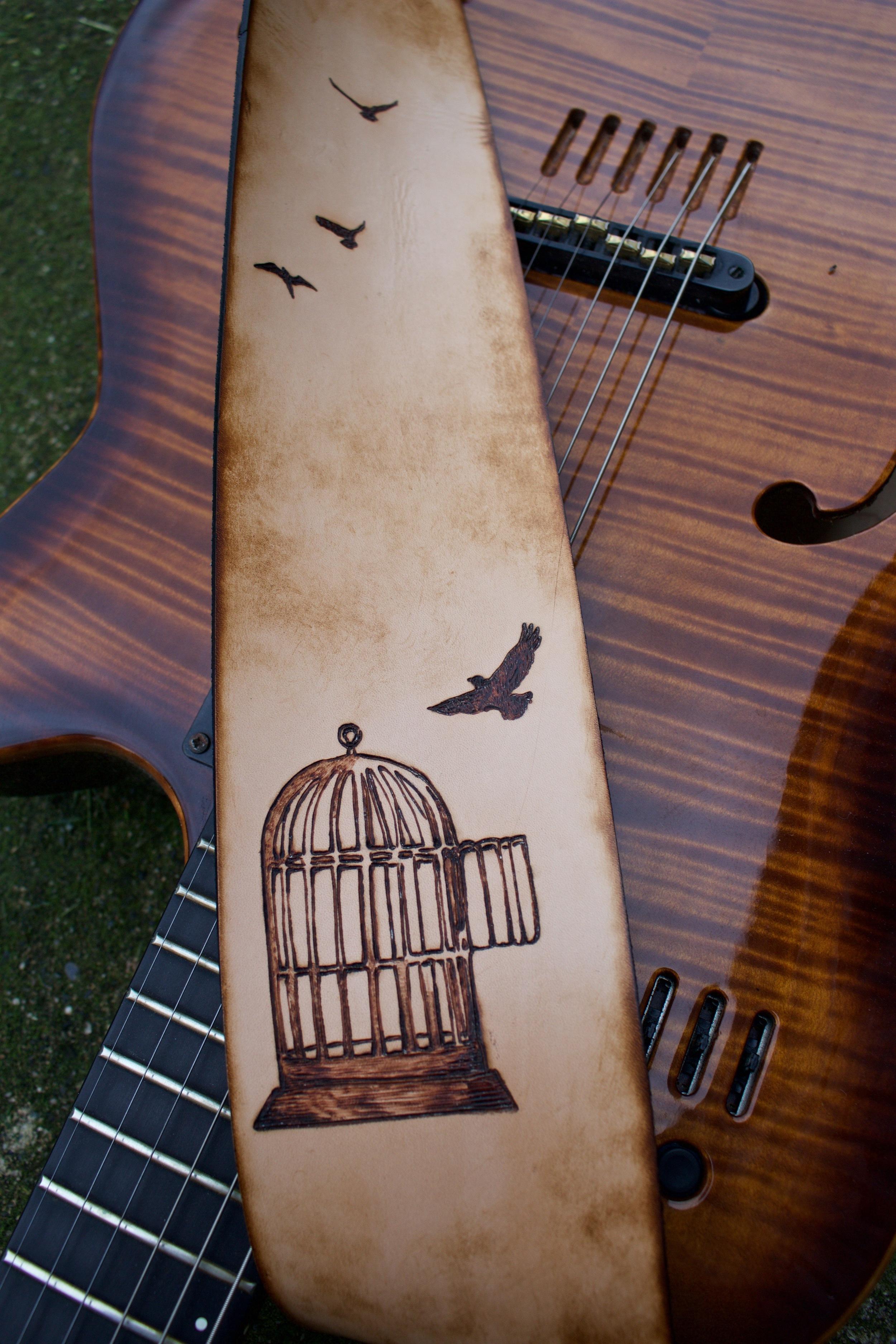Cageless Guitar Strap4.jpg