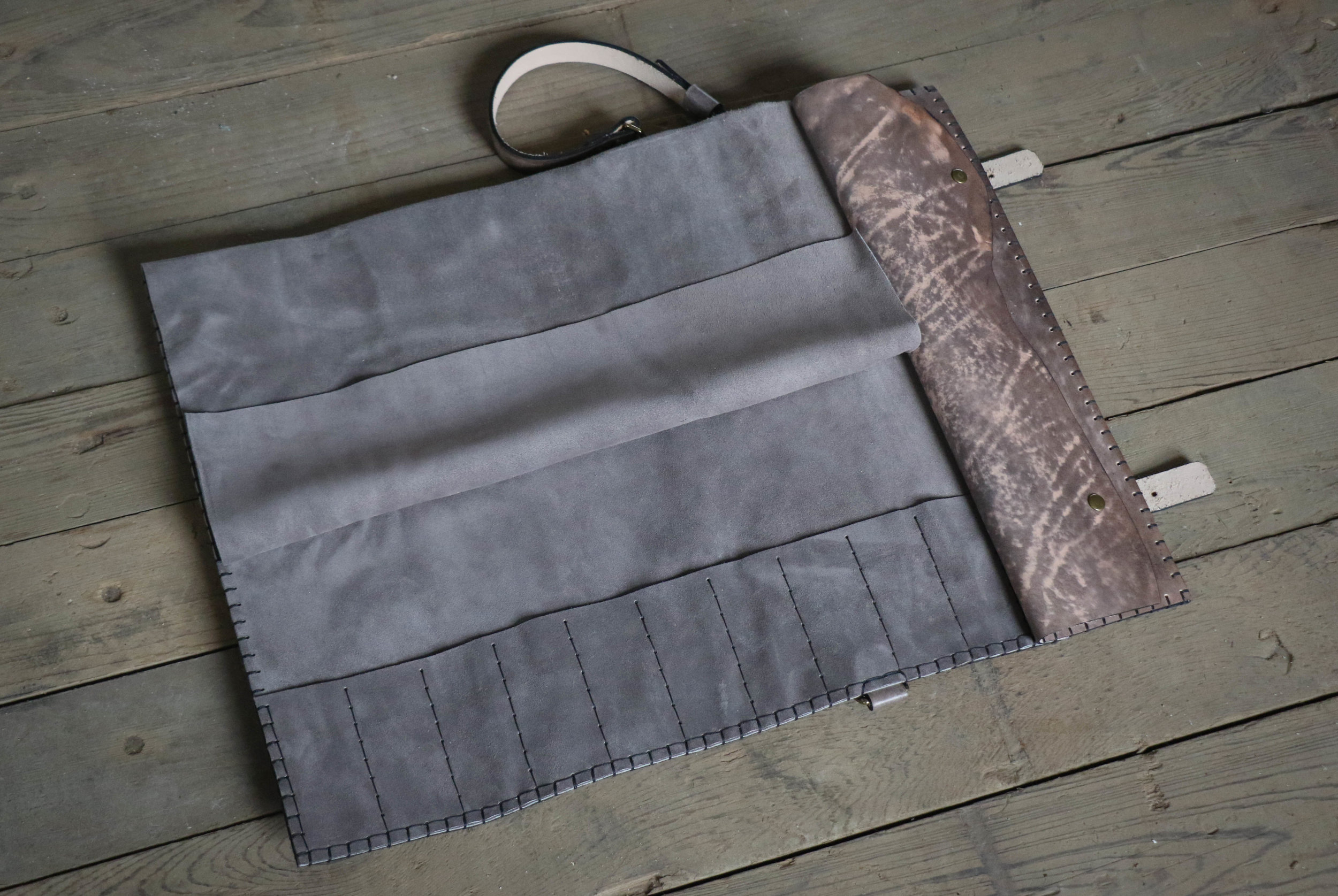 Gray Knife Roll 1.jpg