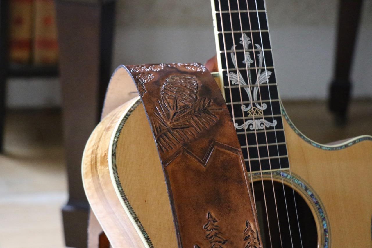 fox guitar strap