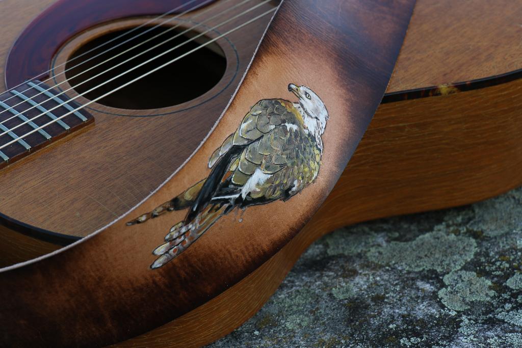 red kite guitar strap 1.jpg