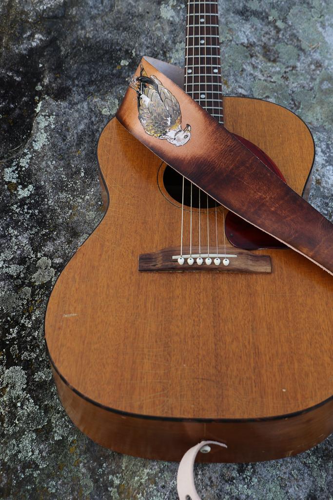 red kite guitar strap 5.jpg