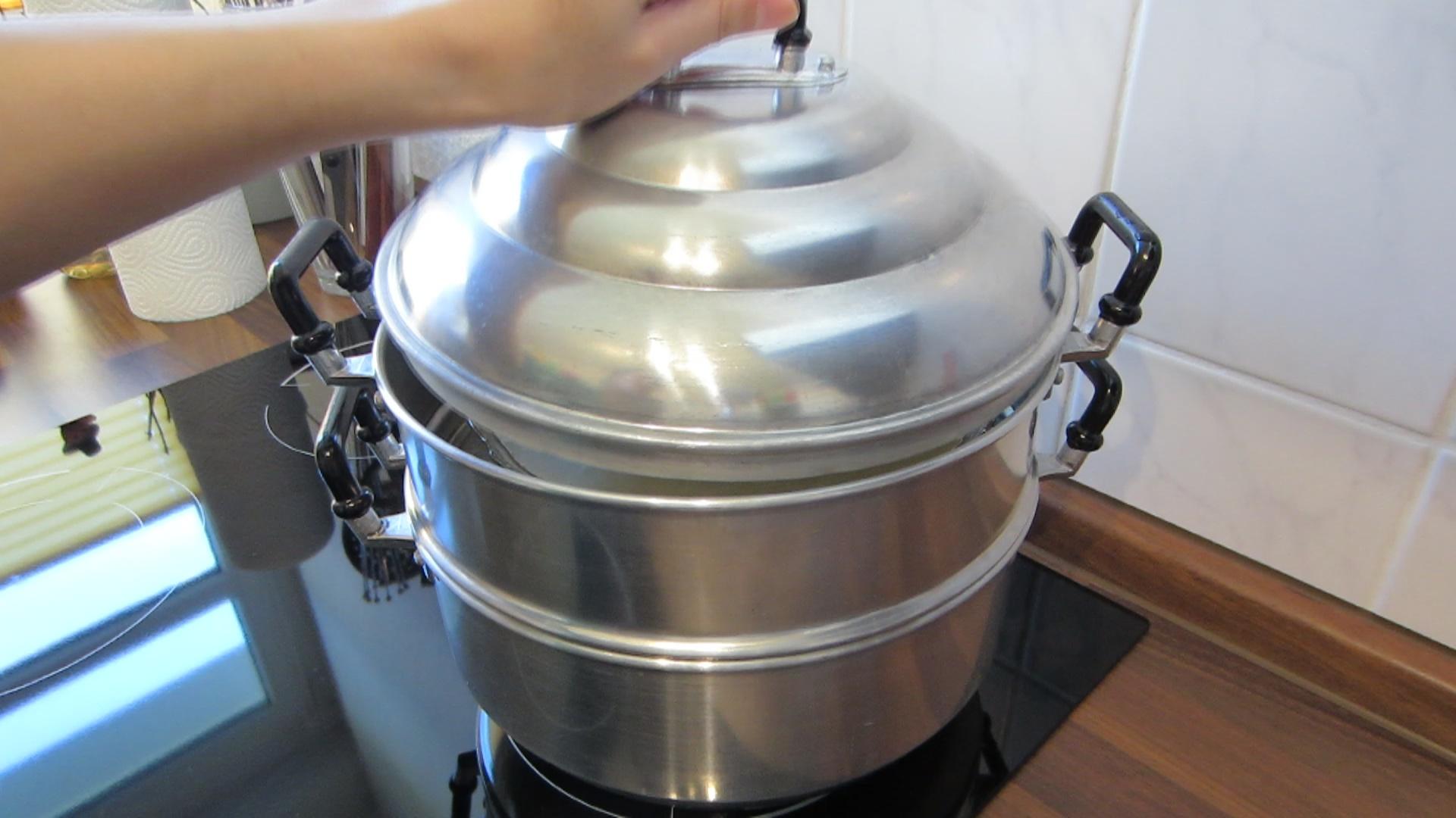 2014-03-21-Steamed-Cake-with-Coconut-06-Steamer.jpg