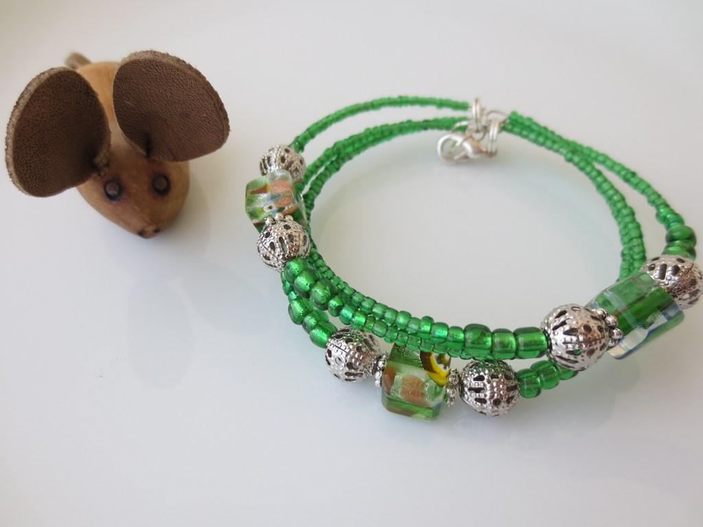 mini-2014-04-27-Grünes-Armband-mit-Würfelsteinen-1-IMG_7577.jpg