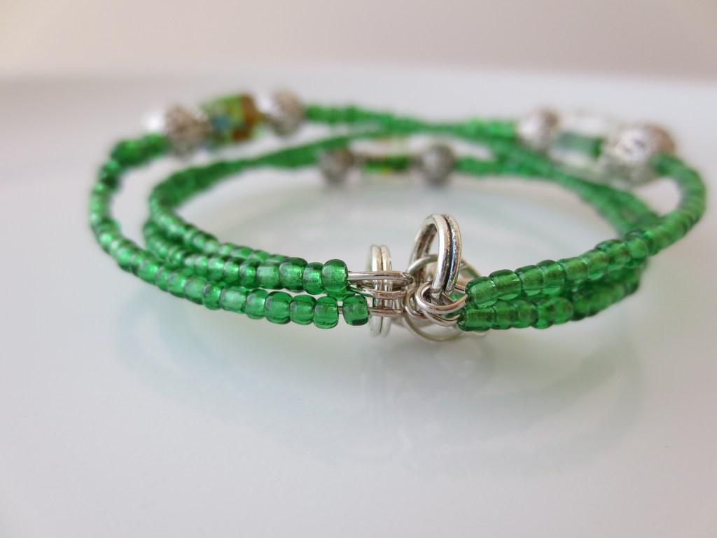 mini-2014-04-27-Grünes-Armband-mit-Würfelsteinen-2-IMG_7583.jpg