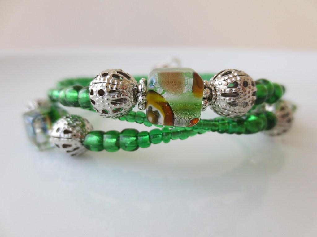 mini-2014-04-27-Grünes-Armband-mit-Würfelsteinen-4-IMG_7586.jpg