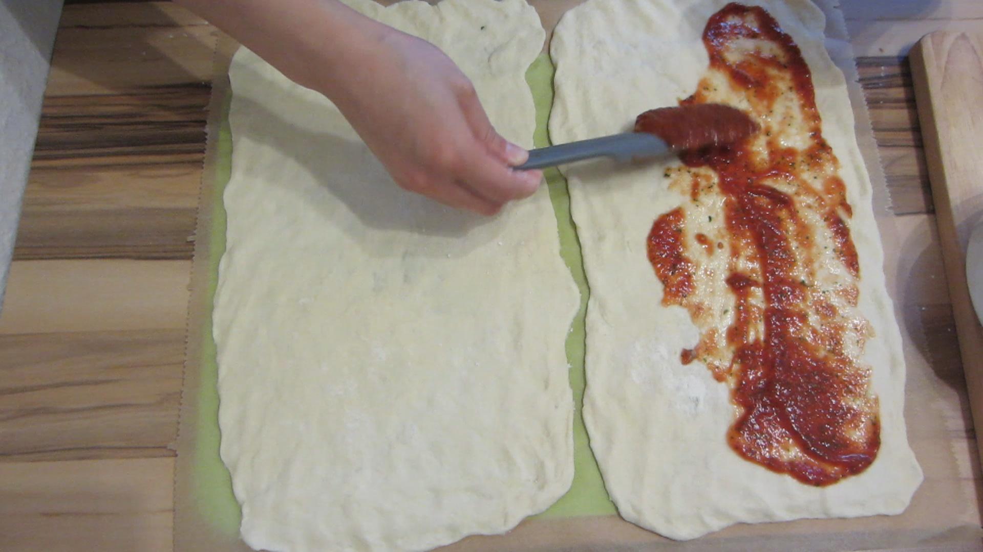 2014-05-02-Homemade-Pizza-taste-like-in-an-Italian-restaurant-24.jpg