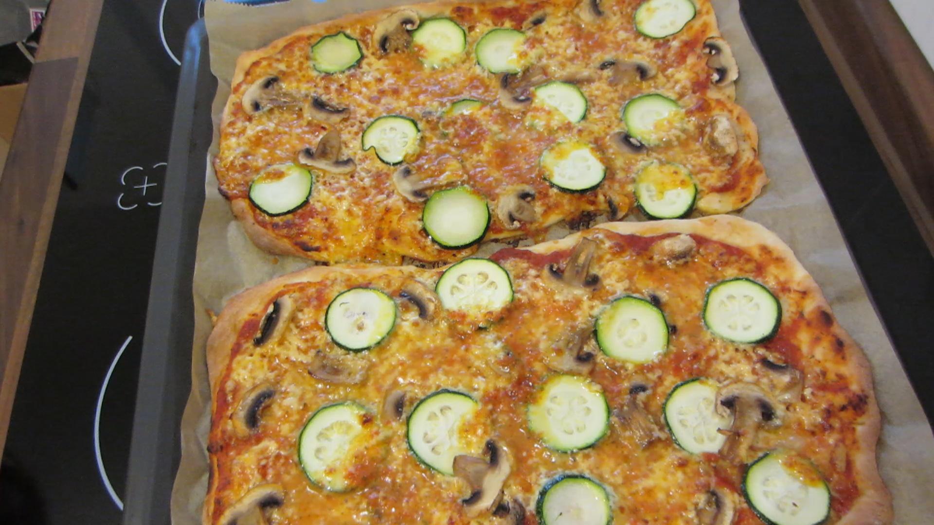 2014-05-02-Homemade-Pizza-taste-like-in-an-Italian-restaurant-28.jpg