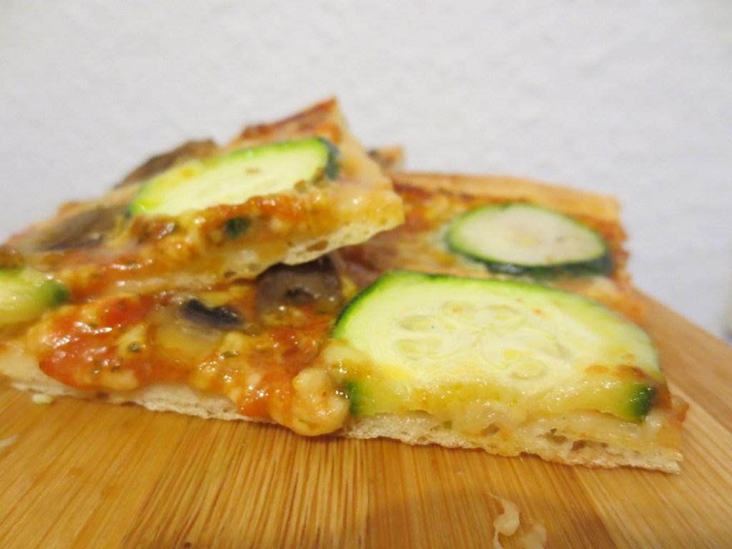 mini-2014-05-02-Homemade-Pizza-taste-like-in-an-Italian-restaurant-3-IMG_7484.jpg