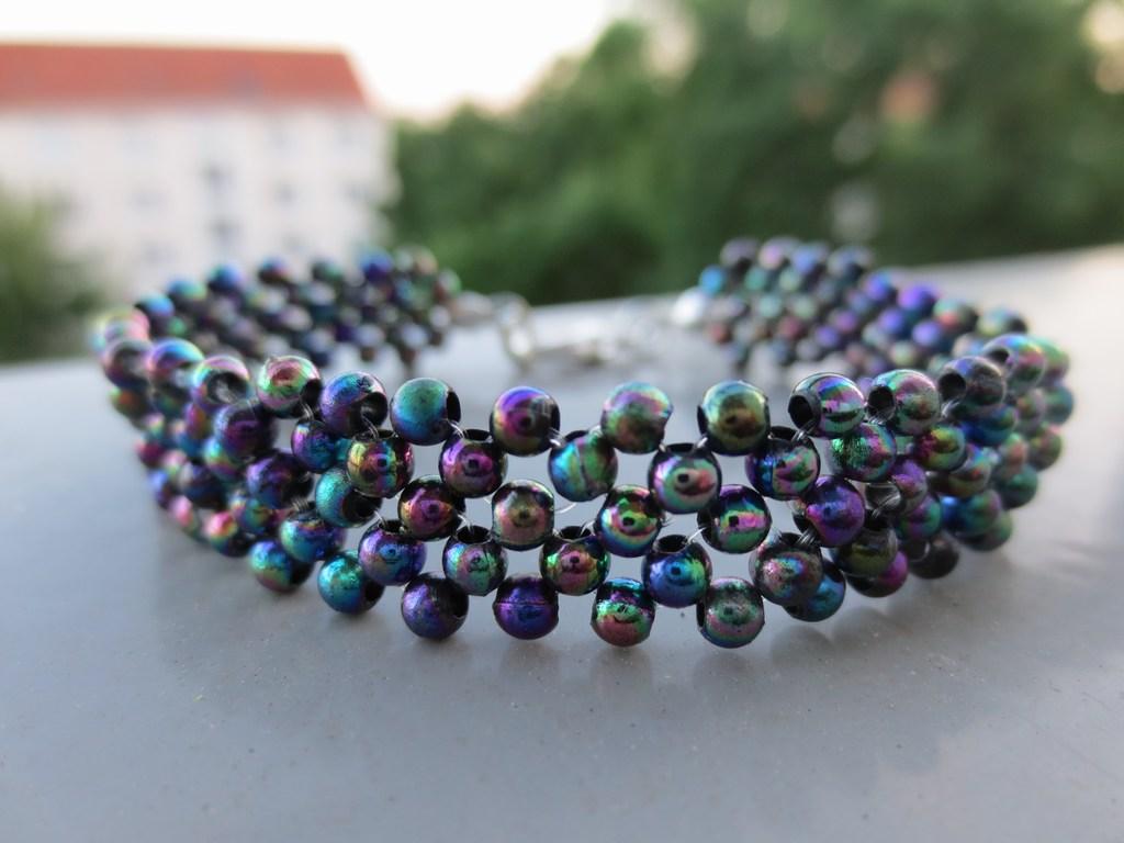 mini-2014-06-17-Schwarz-schimmerndes-Perlenarmband-1-IMG_8532.jpg