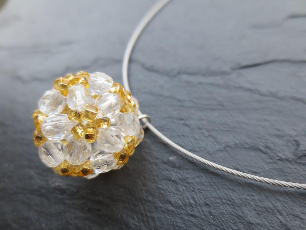 mini-2014-07-30-Kette-mit-Perlenkugel-in-gold-weiß-3-IMG_9149.jpg