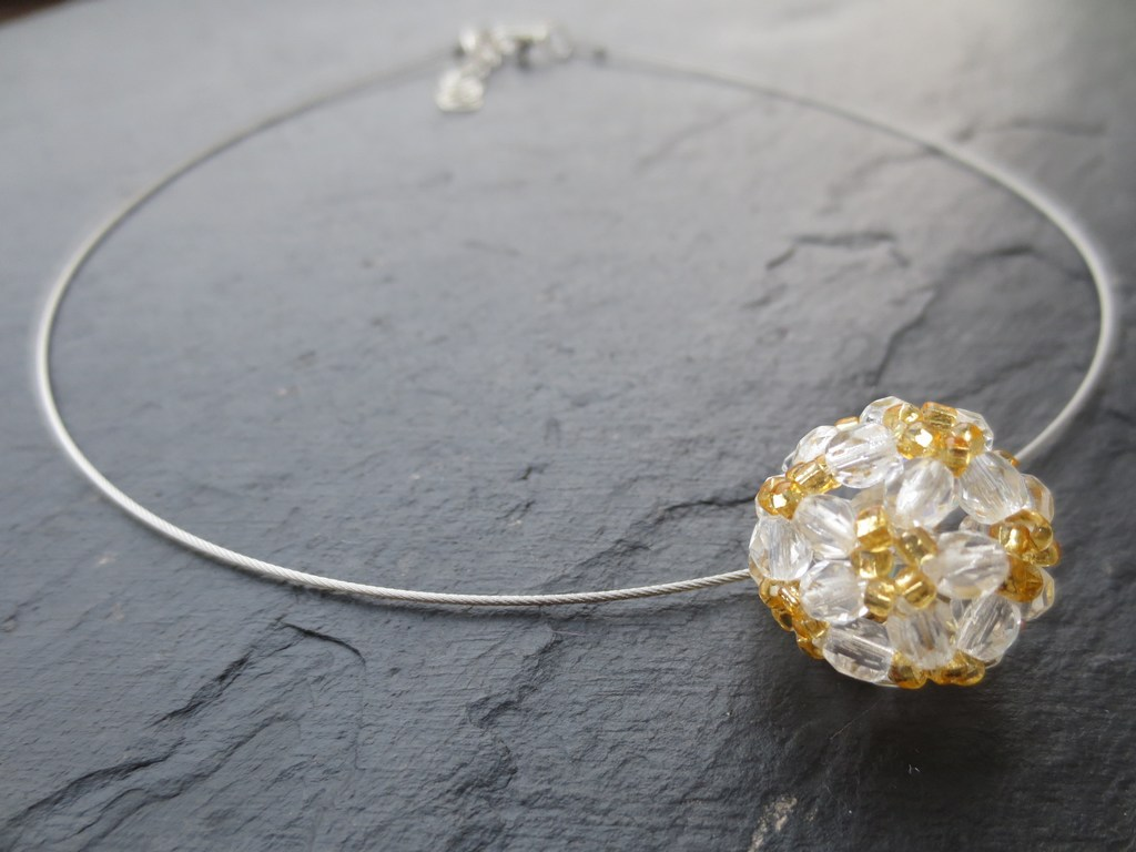 mini-2014-07-30-Kette-mit-Perlenkugel-in-gold-weiß-2-IMG_9146.jpg