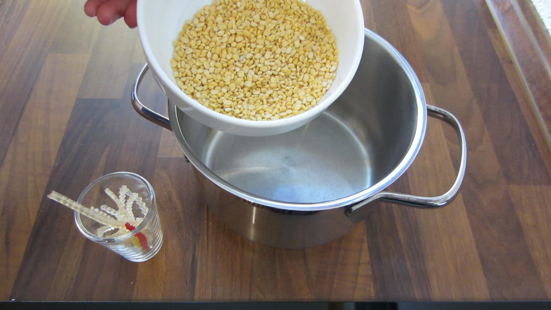 2014-07-11 chè đậu xanh bột khoai - Süße Mungbohnen Suppe mit geschreddertem Tapioka und Tapiokakugeln (4).jpg