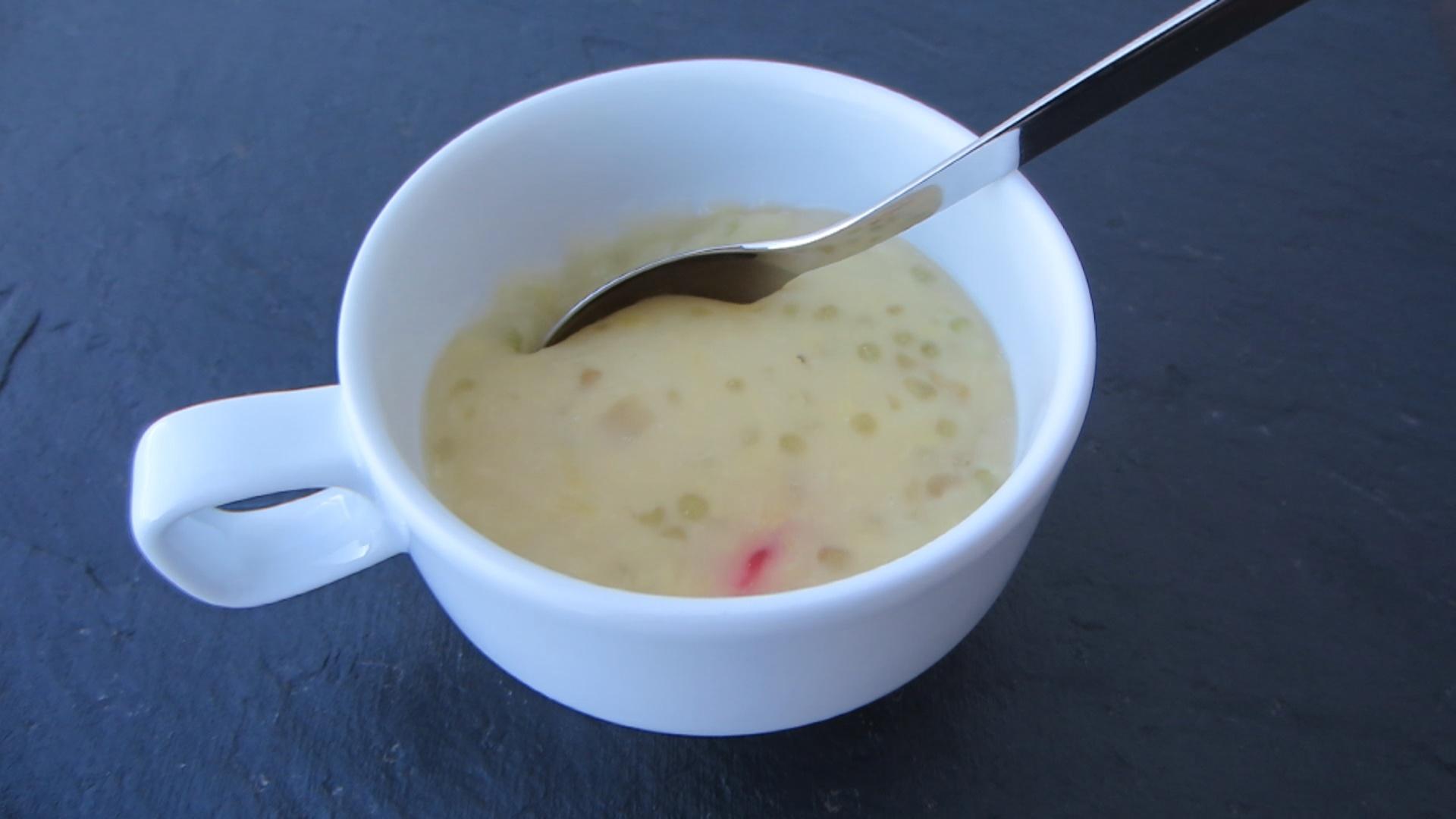 2014-07-11 chè đậu xanh bột khoai - Süße Mungbohnen Suppe mit geschreddertem Tapioka und Tapiokakugeln (34).jpg