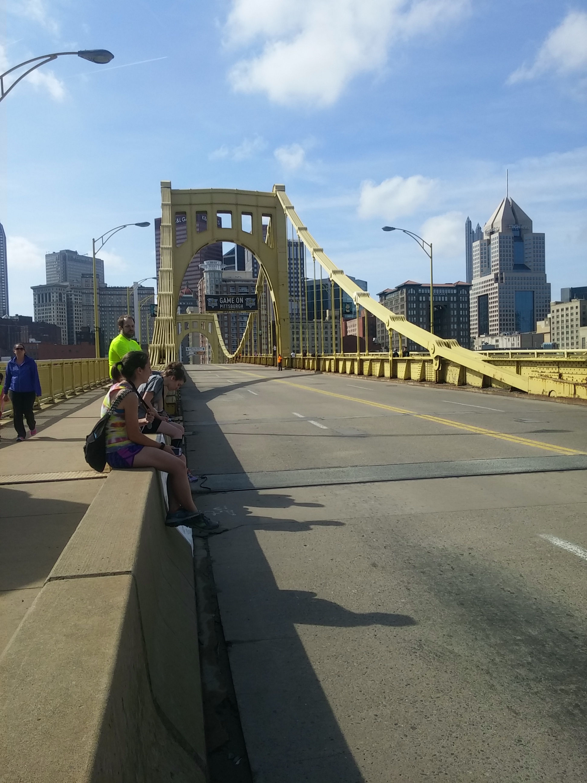 The bridge 24 hours before the marathon. I was waiting for the next wave of  Kids of Steel .