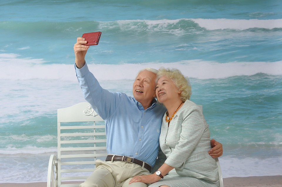Alz-You-Need-Dementia-Assistive-Technology-Makes-Caregiving-Easier-Elderly-Couple-Smiling.jpg