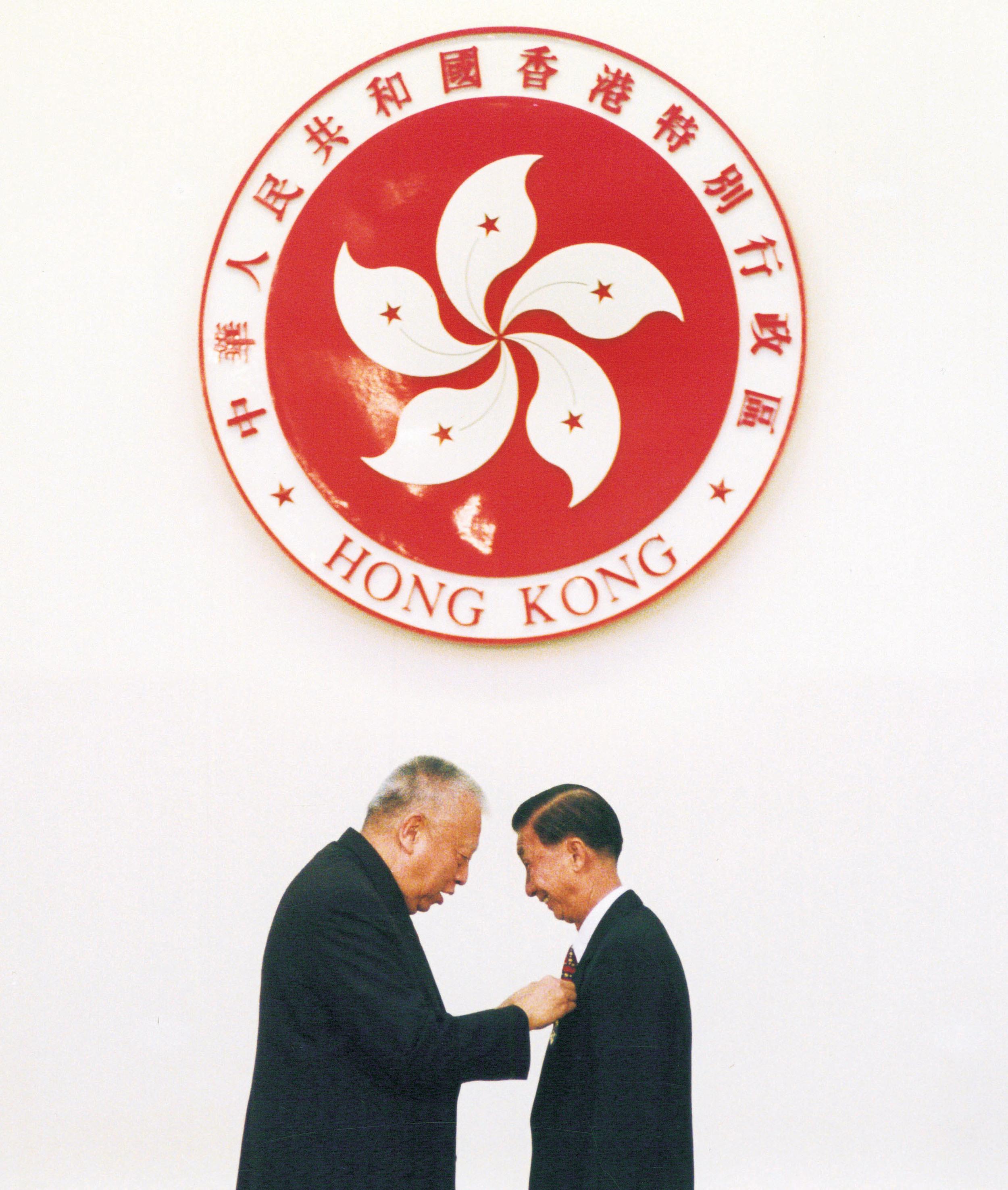 輝叔獲香港特區政府榮譽勳章
