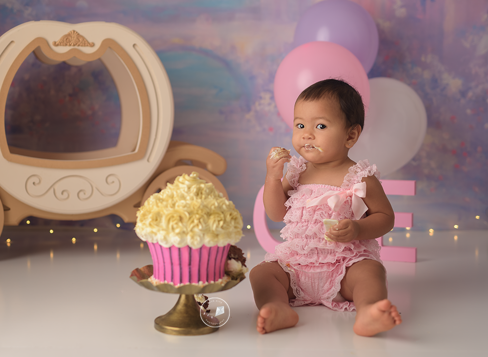 Cake Smash photographer Boca Raton. One year old session. Newborn session, newborn photographer, newborn photography, Boca Raton, Coral Springs, Parkland, Delray Beach, Boynton Beach, Deerfield Beach, Weston, Coconut Creek, Wellington, Palm Beach