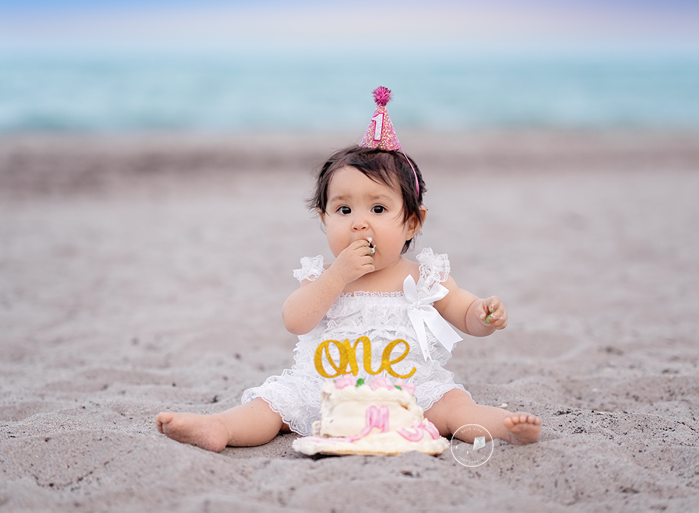 Beach-Cake-smash-boca-raton_DSC4979-Edit-Edit.png