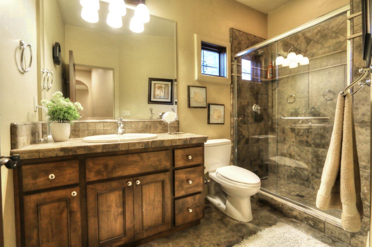 IMG_5972_bathroom.jpg