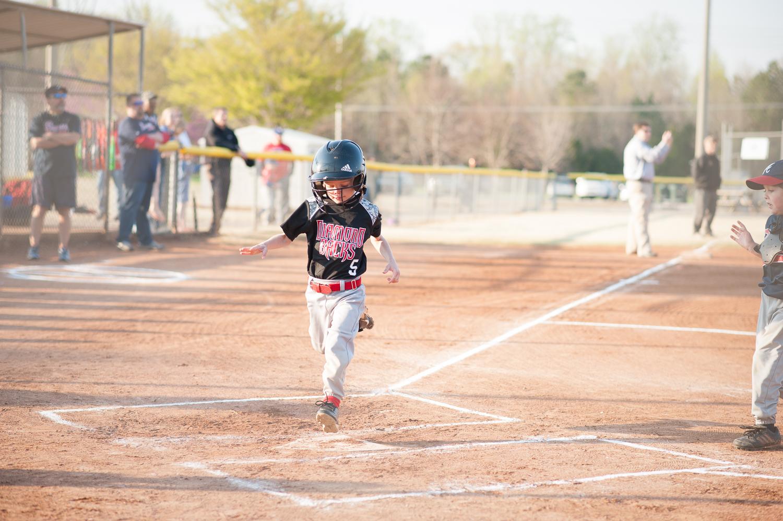 little boy scoring a run in baseball   Huntsville photographer