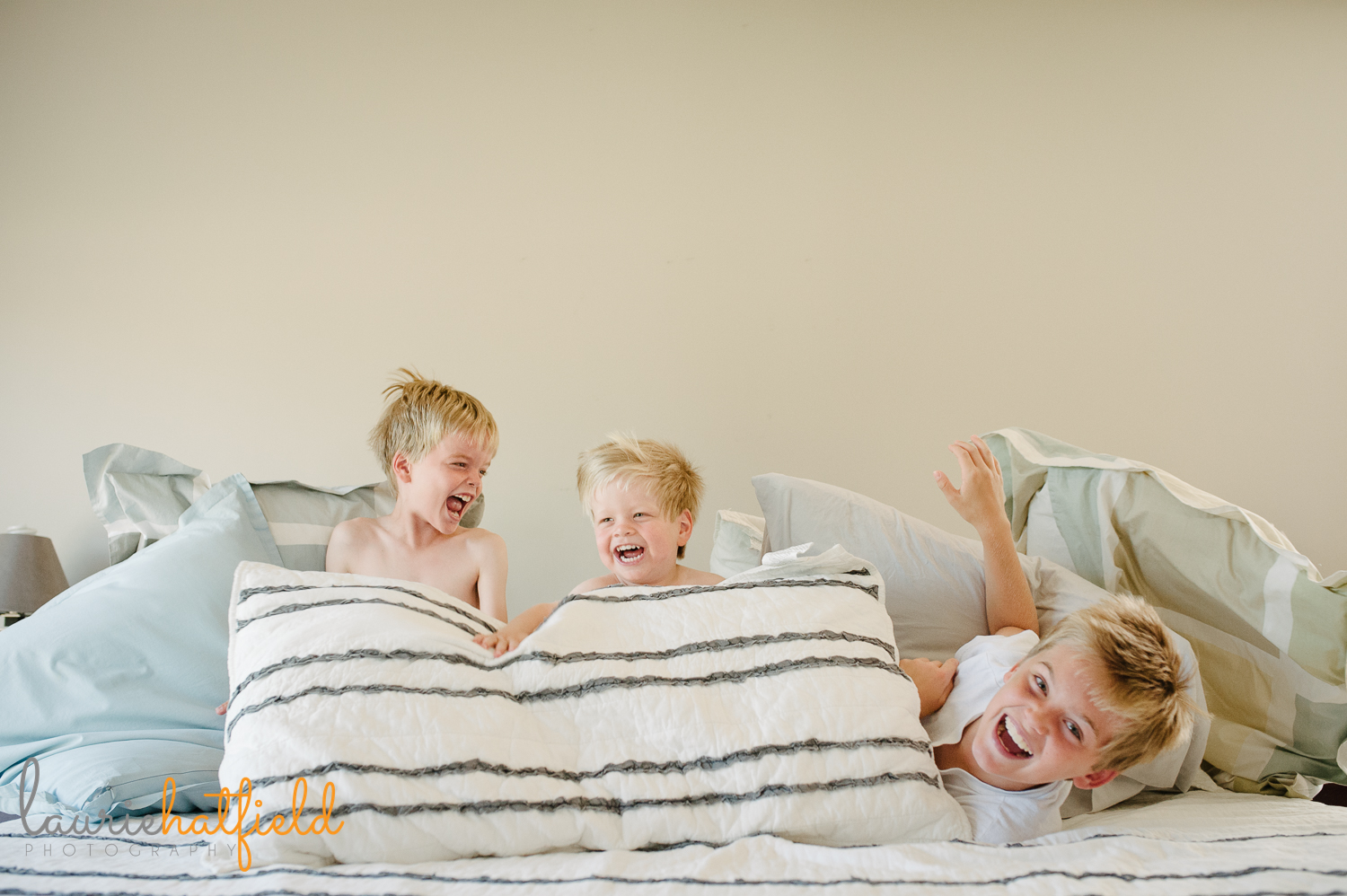 3 brothers playing on bed   Huntsville family photographer
