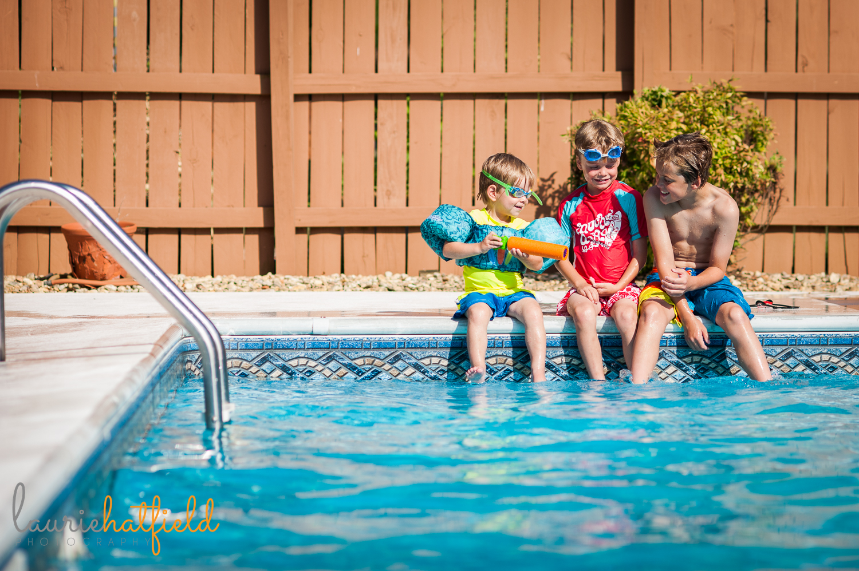 three brothers sitting around pool   Huntsville photographer