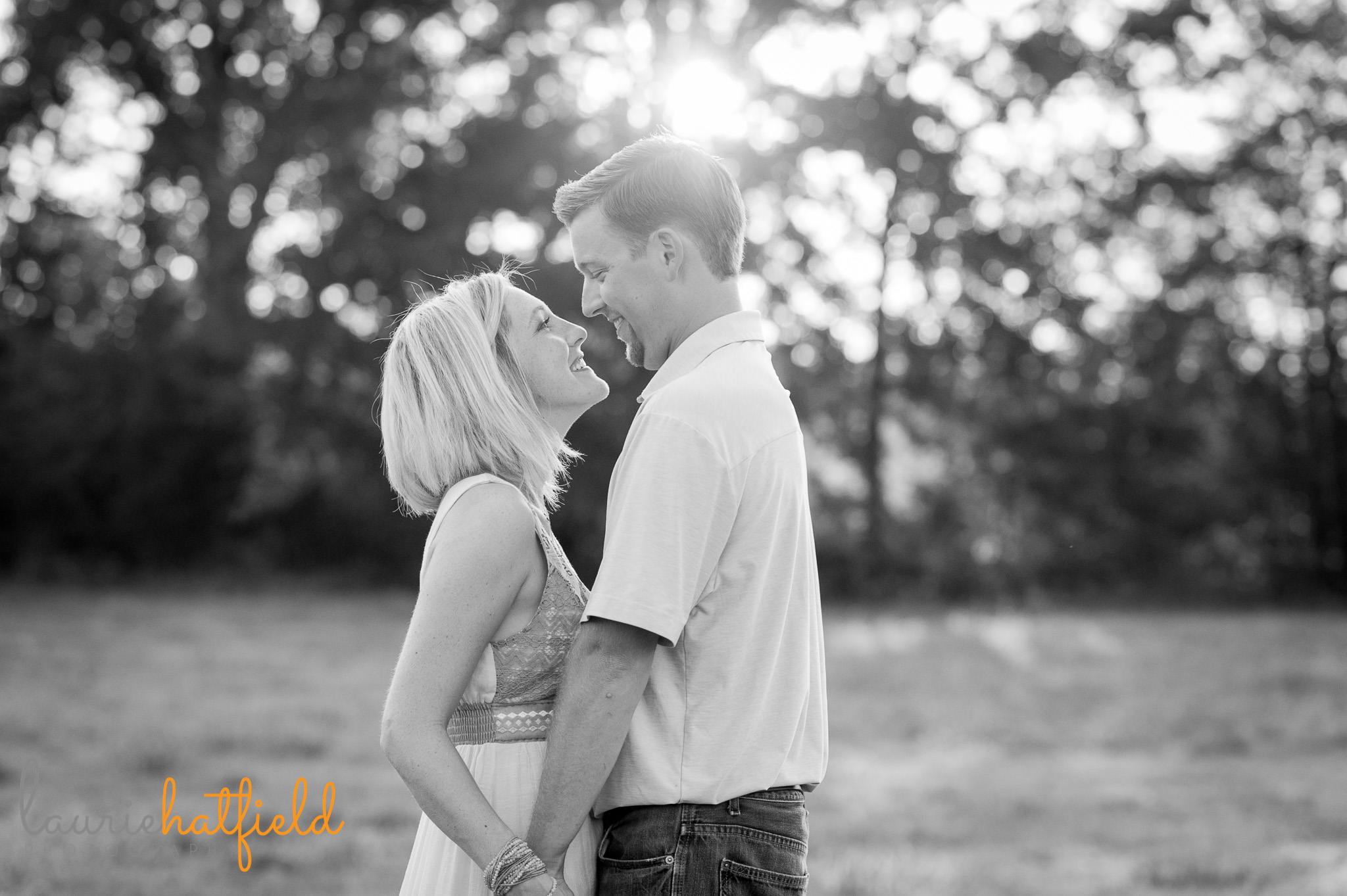 couple dancing in field | Mobile photographer