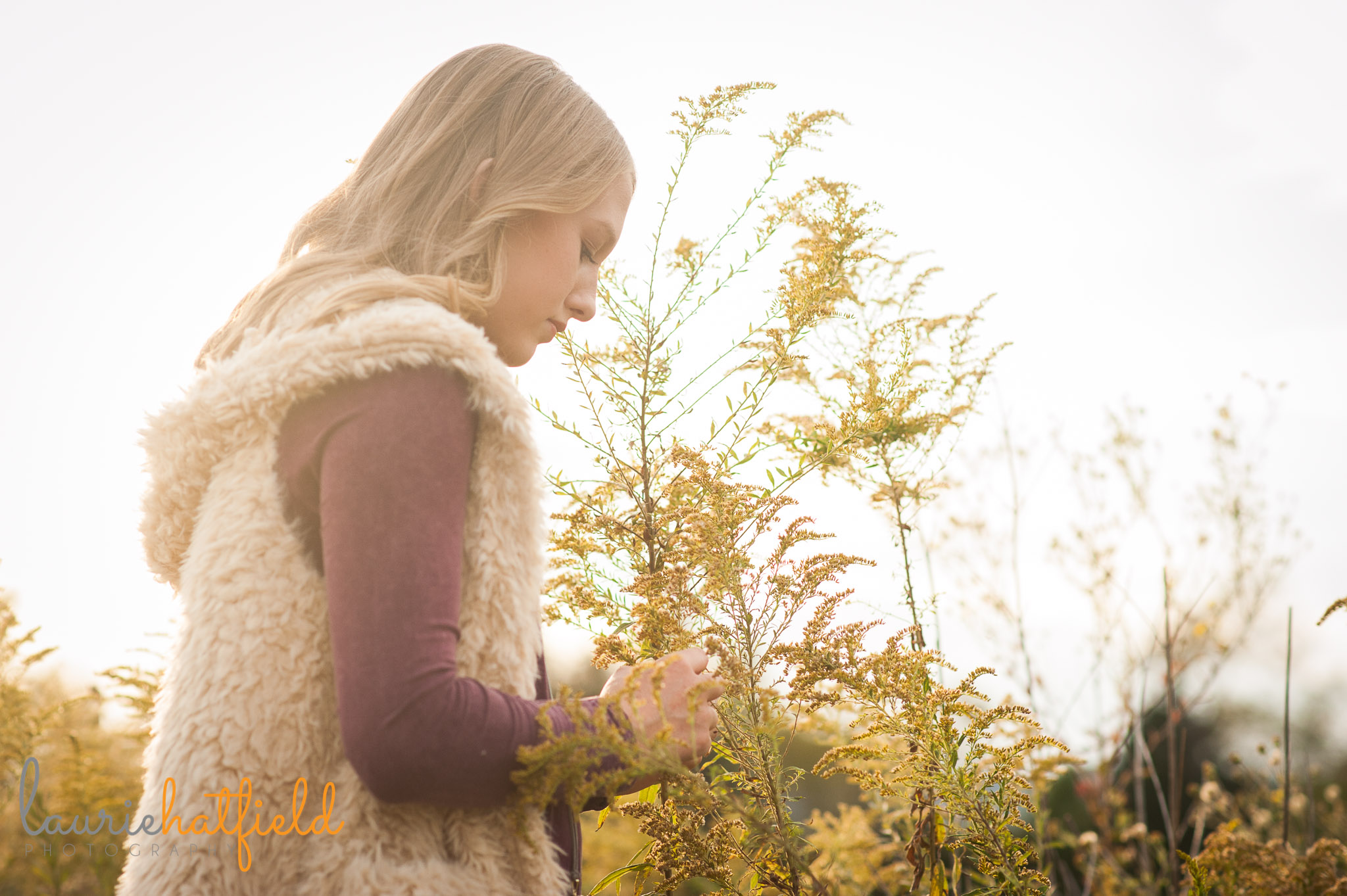 teenage girl in a field | Mobile family photographer