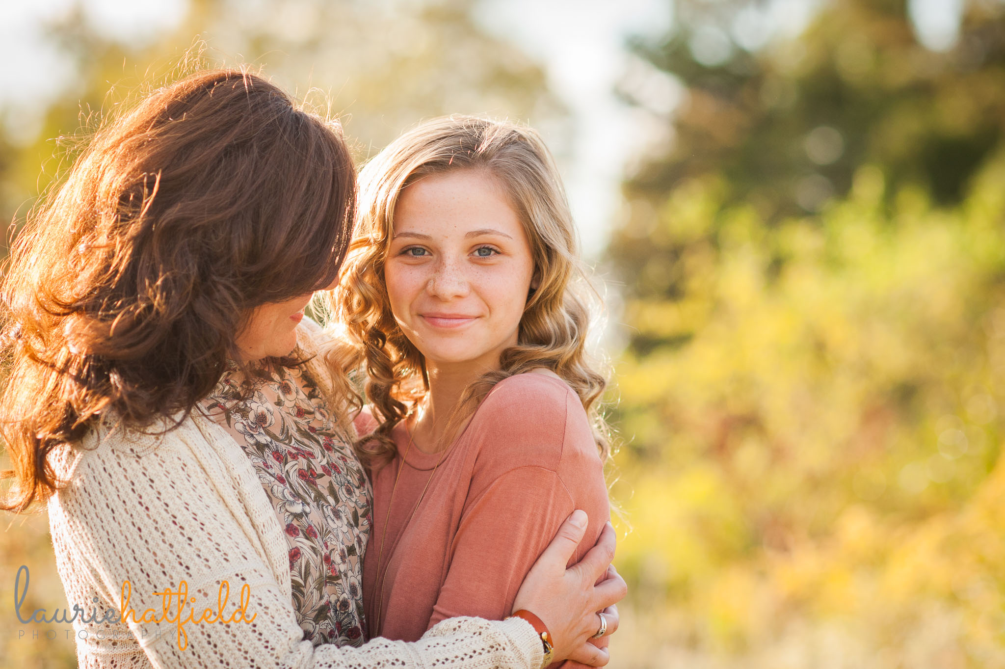 mom and teenage daughter in a field | Mobile family photographer