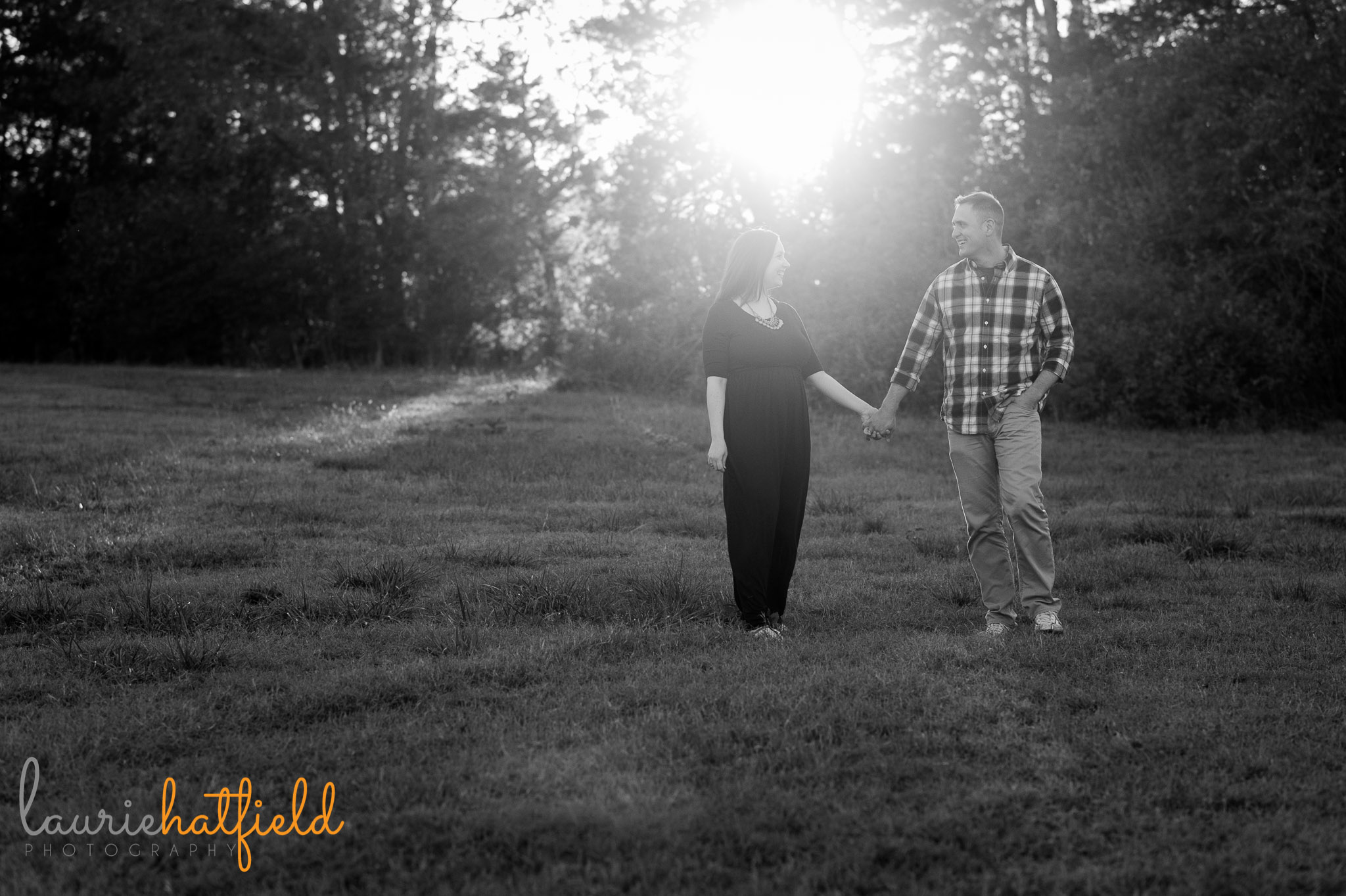 couple walking in field   Mobile Al lifestyle photographer