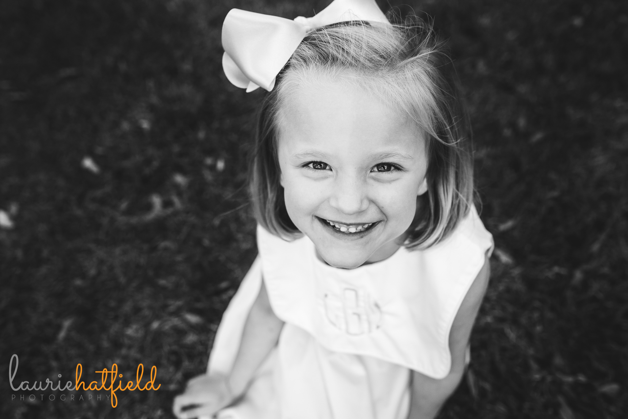 little girl sitting in grass   Mobile AL family photographer   Laurie Hatfield Photography