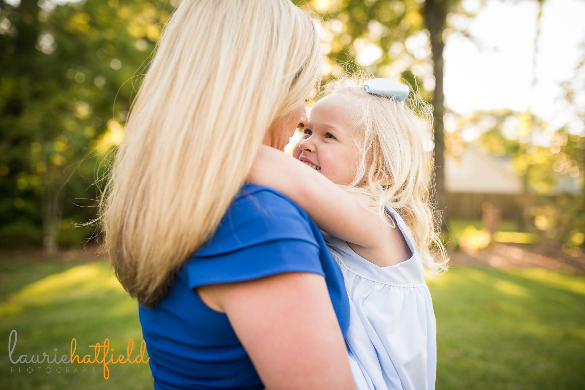 mom and little girl by Mobile Al family photographer Laurie Hatfield Photography