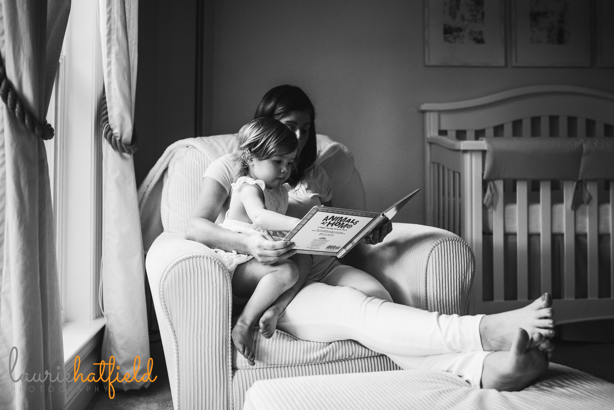 mom reading to daughter | Mobile AL lifestyle newborn photographer