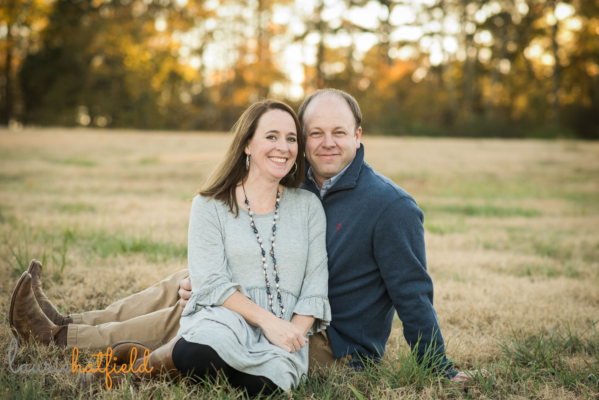 couple sitting together in grass | Mobile AL lifestyle family photographer