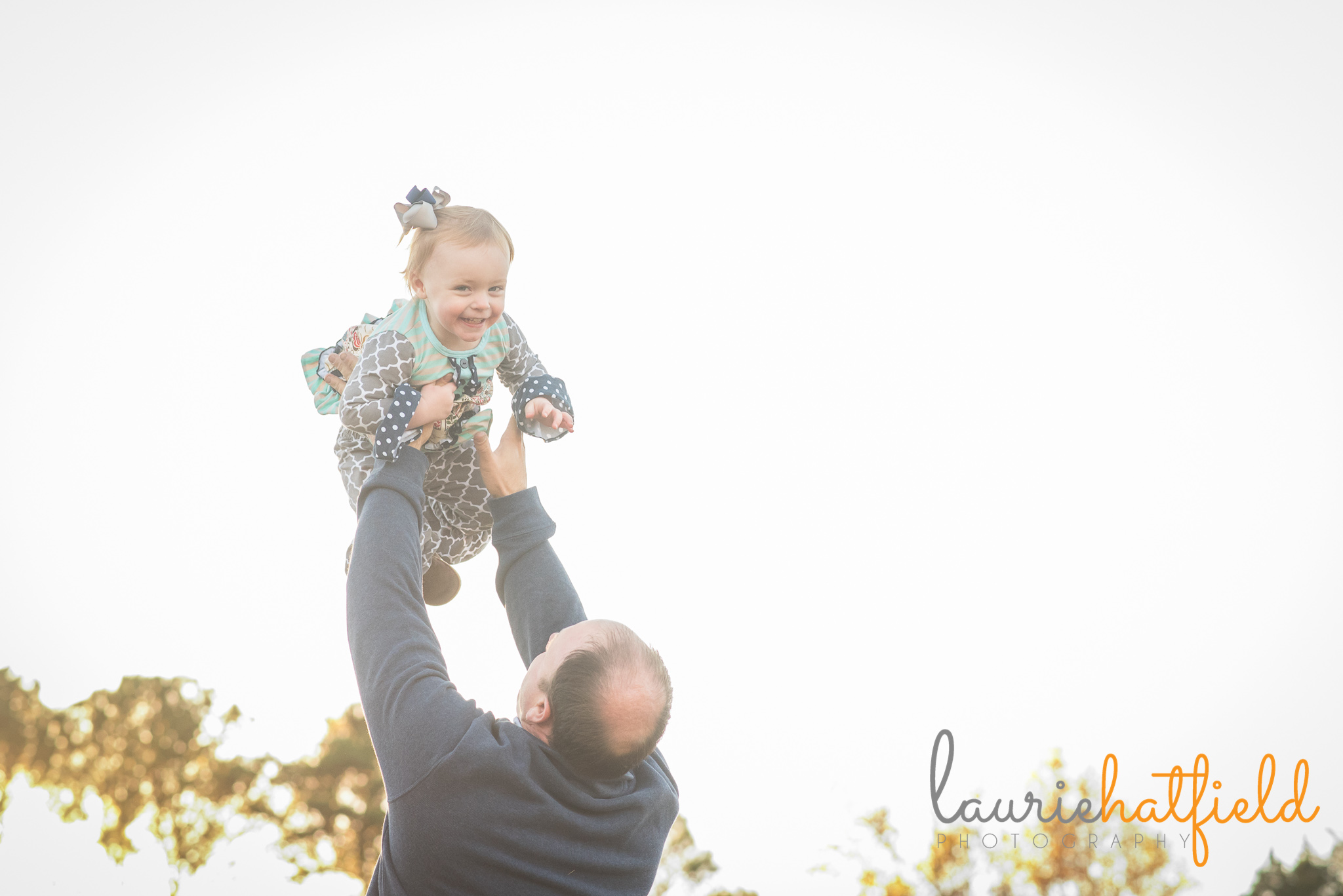 dad throwing daughter into the air | Mobile AL family lifestyle photographer